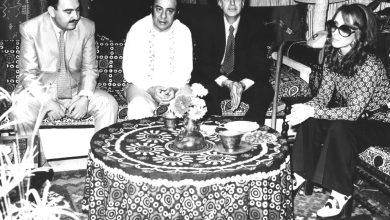 صورة فيروز مع عاصي الرحباني و محافظ دمشق ياسين الأسطة و ناظم الحافظ مدير المعرض