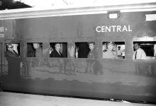 صورة وزير الخارجية صلاح الدين البيطار داخل مقطورة قطار في الهند 1957