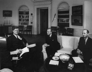 عمر أبو ريشة والرئيس جون كينيدي