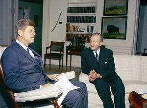 صورة عمر أبو ريشة والرئيس جون كينيدي