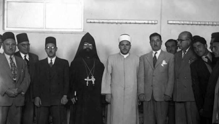 مصطفى السباعي أثناء الإنتخابات النيابية عام 1954