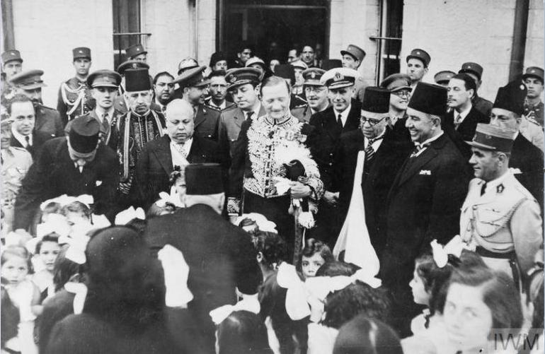 الجنرال سبيرز يقدم أوراق اعتماده الى الشيخ تاج الدين الحسني 1942