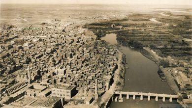 صورة دير الزور 1933- الجسر القديم و السوق المقبي