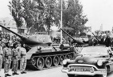 صورة استعراض الجيش السوري -شكري القوتلي وخالد العظم 1957