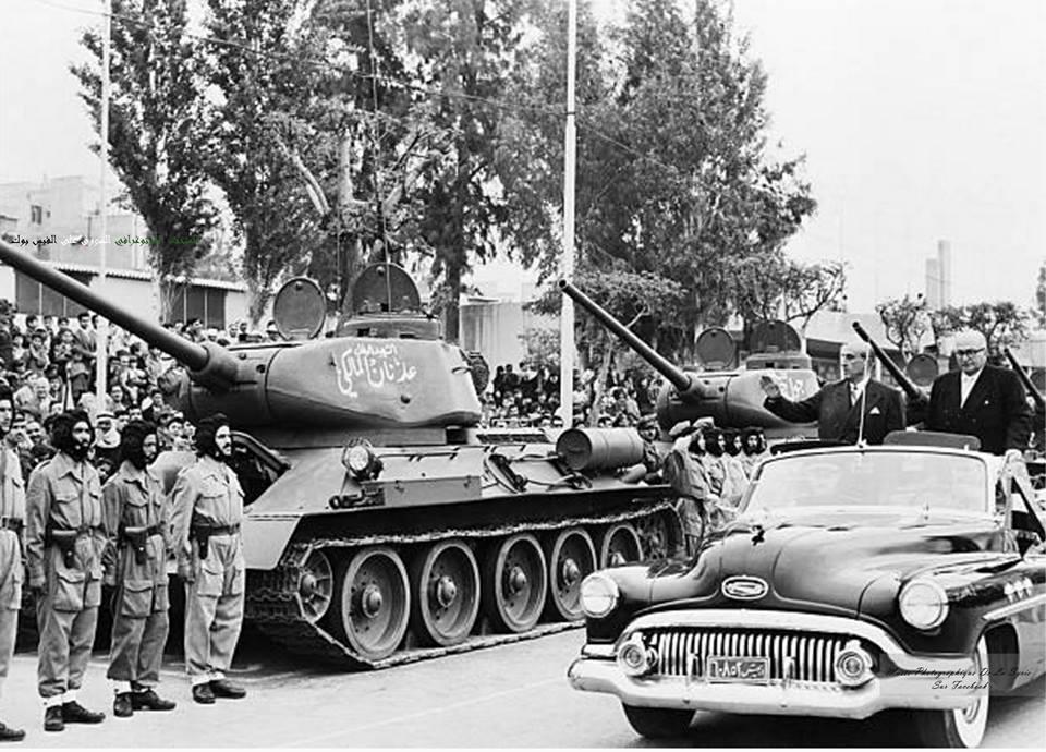 شكري القوتلي في استعراض للجيش السوري 1957