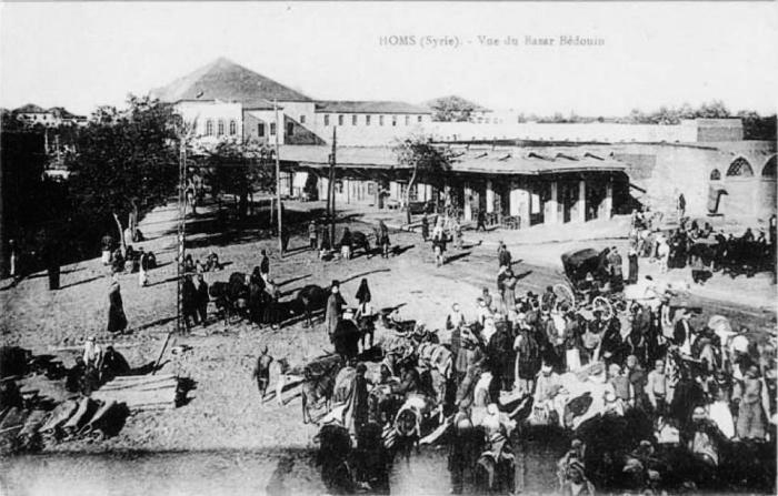 بازار في حمص ويرجح أن الصورة أخذت في أوائل ال-١٩٠٠