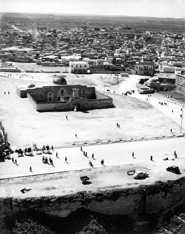 حلب: جامع السلطانية في محيط قلعة حلب أربعينات القرن العشرين