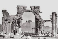 صورة قوس النصر في مدينة تدمر الأثرية السورية بداية القرن العشرين