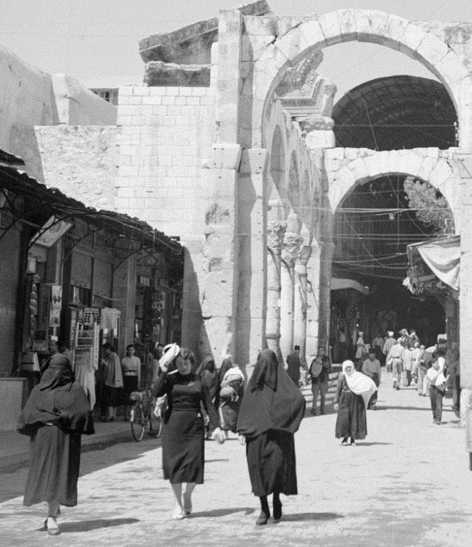 دمشق:  مدخل سوق الحميدية من ناحية المسجد الأموي عام 1950