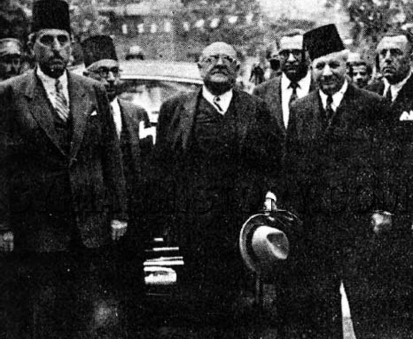 شكري القوتلي في بيروت عام 1944 مع الرئيس اللبناني