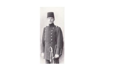 صورة يوسف العظمة في ثياب التخرج من الكلية الحربية في أيار 1904م