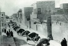 صورة دير الزور – قافلة جمال في منطقة دير العتيق مطلع القرن العشرين