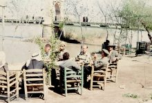 صورة دير الزور 1959 – قهوة على الفرات جانب الجسر المعلق