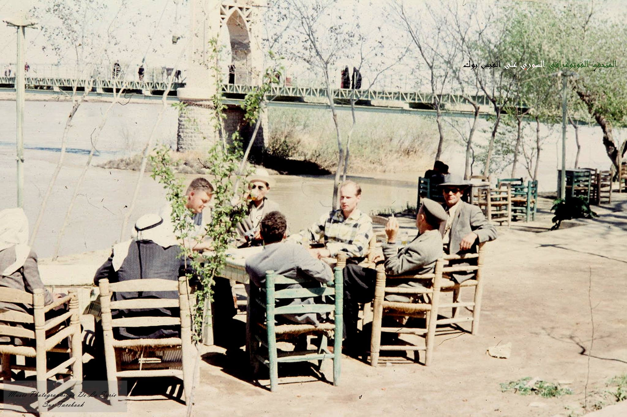 دير الزور 1959 - قهوة على الفرات جانب الجسر المعلق