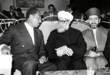 صورة أنور السادات مع مفتي الجمهورية السورية 1957