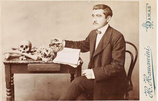 صورة طالب في المدرسة الطبية العثمانية في دمشق عام 1906