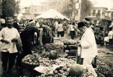 صورة ساحة سوق الخيل والباعة الجوالة في نهاية أربعينات القرن العشرين