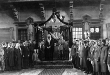 صورة تتويج فيصل ملكاً وإعلان استقلال سورية 1920