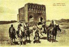 صورة فرسان في الرقة أمام باب بغداد عام 1920