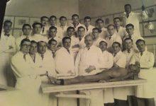 صورة مجموعة من أطباء دمشق مع طلابهم