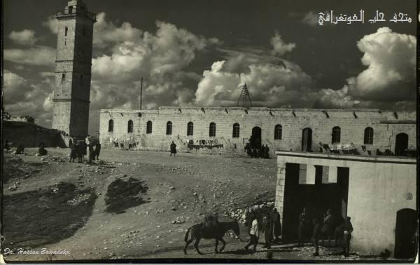 ثكنة ابراهيم باشا في قلعةحلبأربعينيات القرن الماضي