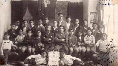 صورة طلاب المدرسة السريانية فيالقامشليمع المربي الملفونو شكري جرموكلي