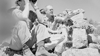 الجنرال البريطاني ويفيل يزور الجبهة في سورية ويراقب العمليات أثناء إقامته..
