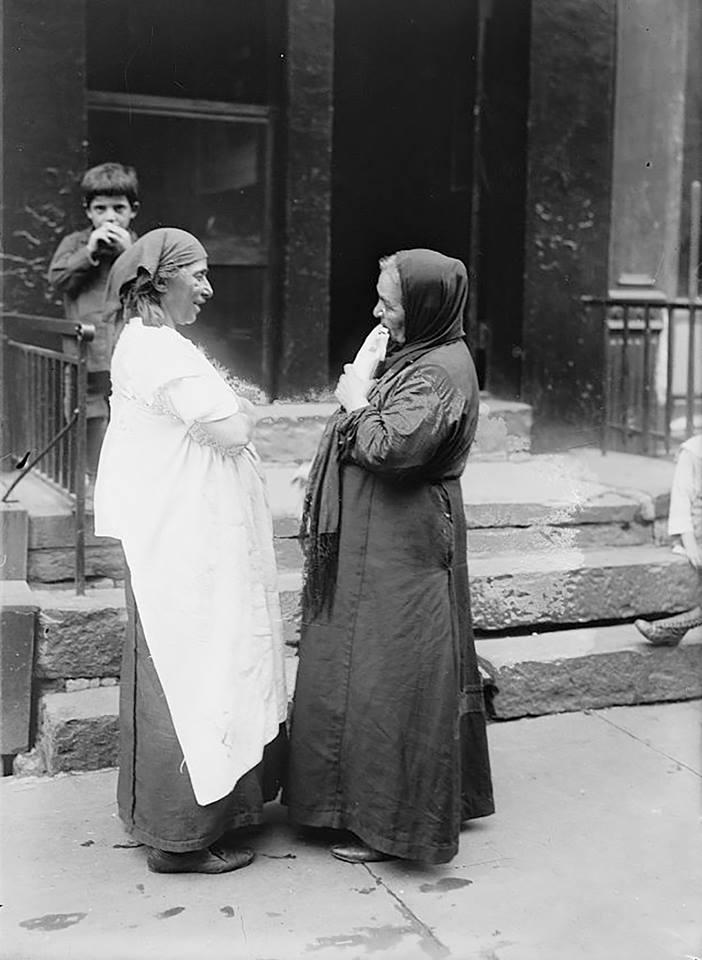 نساء سوريات في الحي السوري في نيويورك بين 1920 - 1930