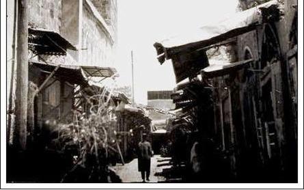 صورة دمشق 1911: القباقبية (الجدار الجنوبي للجامع الأموي)..مئذنة عيسى ومئذنة قايتباي…