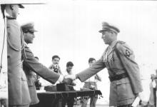 صورة يحيى حياتي الغزي في حفل تخرج دورة الكلية الحربية عام 1954