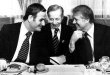 صورة جنيف 1977: جيمي كارتر (يمين) مع حافظ الأسد (يسار)