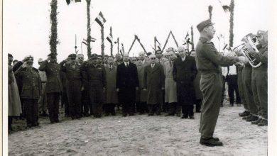 اللاذقية 1961 - المحافظ عدنان الخطيب يقوم بزيارة أحد معسكرات الجيش