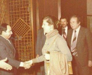 الشاعر نزار قباني مع زوجته بلقيس الراوي عام 1980