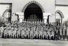 صورة دورة الكلية العسكرية عام 1952 أمام مبنى قيادة الكلية بحمص – دورة إحسان كم الماظ