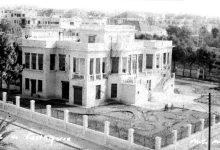"""اللاذقية 1958- قصرٌ لأسرة """"سعادة"""" على الكورنيش الغربي.."""