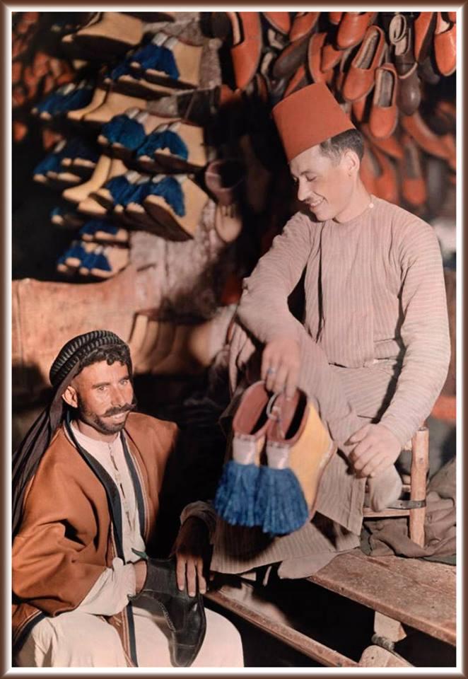 دمشق - باعة الأحذية في أحد أسواق دمشق - في عشرينيات القرن الماضي