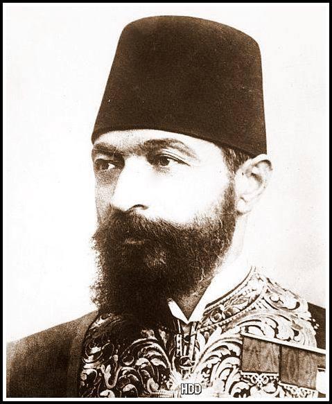 حسام الدين الدركزنلي: أحمد عزت باشا العابد
