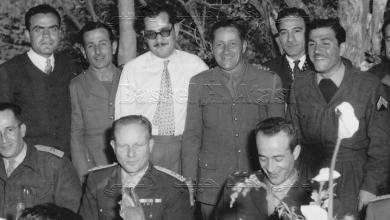 صورة حمص 1954- العقيد زياد بن خليل الأتاسي مع مجموعة من الضباط