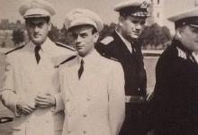 صورة النقيب مصطفى شومان مع أمر القوى البحرية برفقة ضباط سوفييت