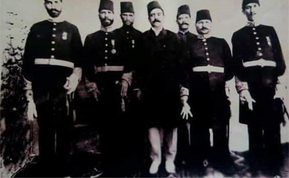 صورة أول مجلس محلي في مدينة دير الزور عام 1916 م