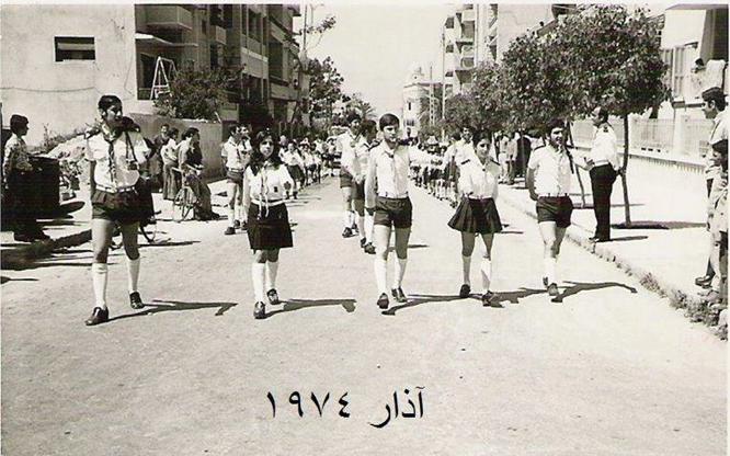اللاذقية آذار 1974 ...مسيرة كشاف .. ويبدو الكازينو في الخلفية