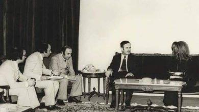 صورة دمشق 1973 – حافظ الأسد يستقبل المطربة فيروز