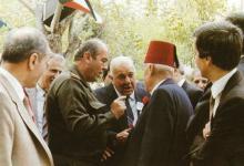 صورة دمشق 1988- بدر الدين الشلاح وأخيه شفيق يودعان اللواء شفيق فياض
