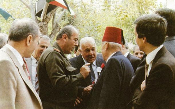 دمشق 1988- بدر الدين الشلاح وأخيه شفيق يودعان اللواء شفيق فياض