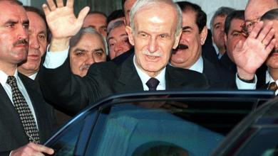 صورة حافظ الأسد رئيساً لسورية لولاية خامسة بنسبة 99.98%