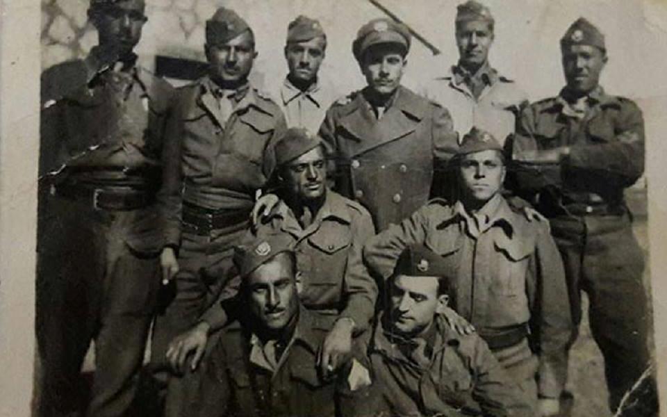 مجوعة من الجنود السوريين قرب بحيرة طبريا 1951
