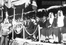 صورة الأمير فيصل في دمشق يشارك في احتفال جلاء الفرنسيين عن سورية