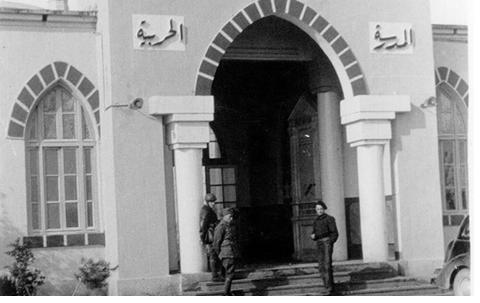 صورة حمص 1938 : مبنى إدارة المدرسة ( الكلية ) الحربية في حي الوعر