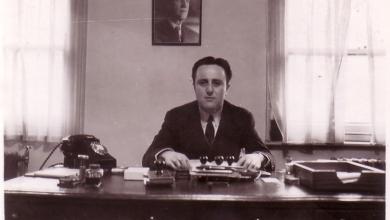 صورة طاهر الأتاسي في مكتبه بالسفارة السورية في لندن 1953