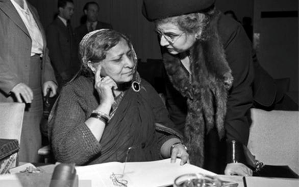 أليس قندلفت والسيدة بيغوم حميد علي من الهند في الأمم المتحدة عام 1948